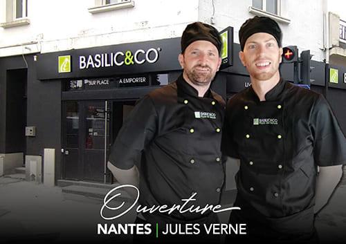 Baptiste Vallée et Clément Saivres, devant la façade de leur nouveau restaurant Basilic & Co Nantes (Jules Verne)