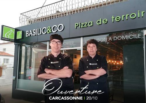 Alain Gateau devant la façade de son restaurant Basilic & Co Carcassonne