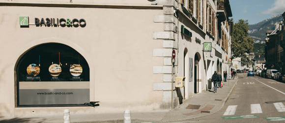 Façade extérieure du restaurant Basilic & Co de Chambéry